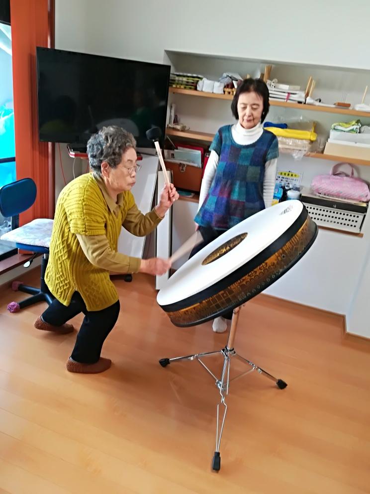 高齢者ドラムテーブル、和太鼓みたいに